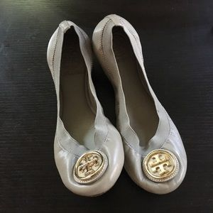 Tory Burch ballet flats Size 7 in Taupe